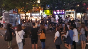 Hongdae is where street performers attract large crowds.